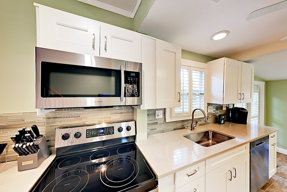 Private Kitchen, 3br Gulport Beach With Big Backyard 3 Bedroom Home
