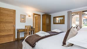 5 bedrooms, Egyptian cotton sheets, premium bedding