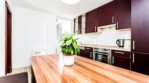 Réfrigérateur, four, fourneau de cuisine, cafetière/bouilloire
