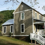 3brm/2bath Mntside Farmhouse-dog Friendly
