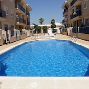 2 Bed Penthouse With Pool, Roof Top Terrace, Large Balcony,sky TV, Wifi Sleeps 4
