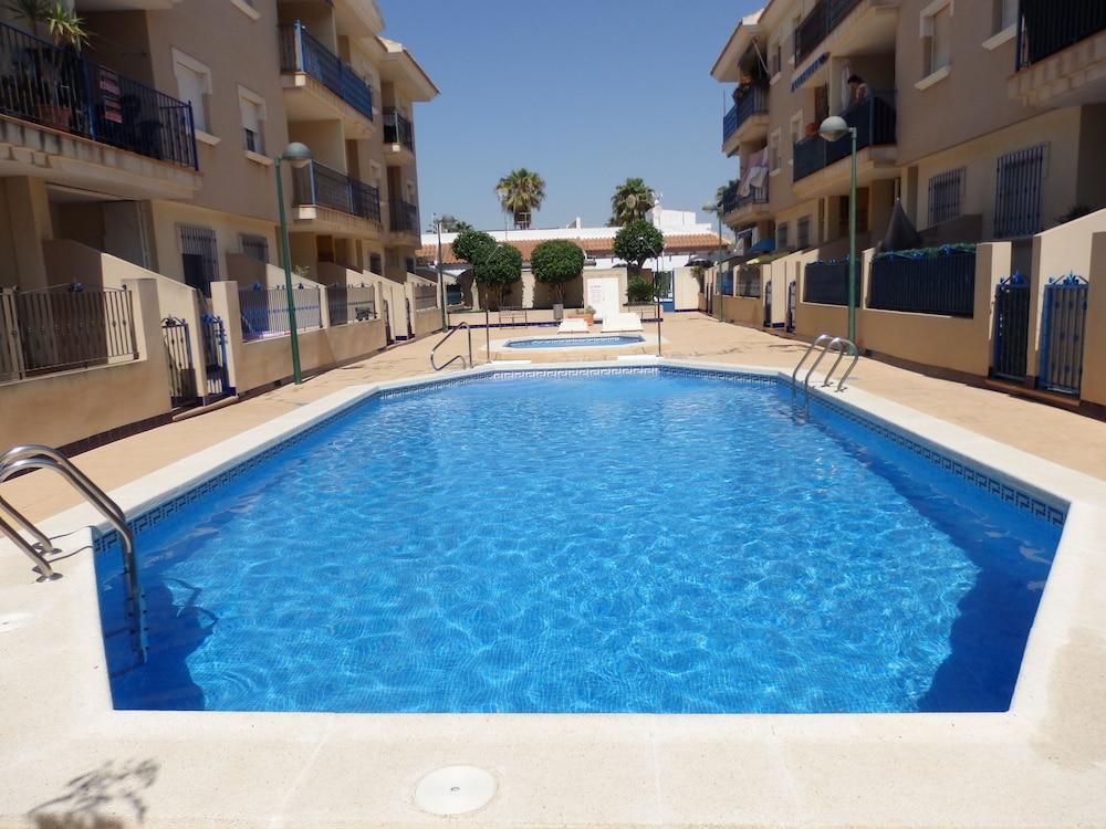 Zwembad Op Balkon : Uw vakantiehuis in la mata bij duinen en zwembad met balkon