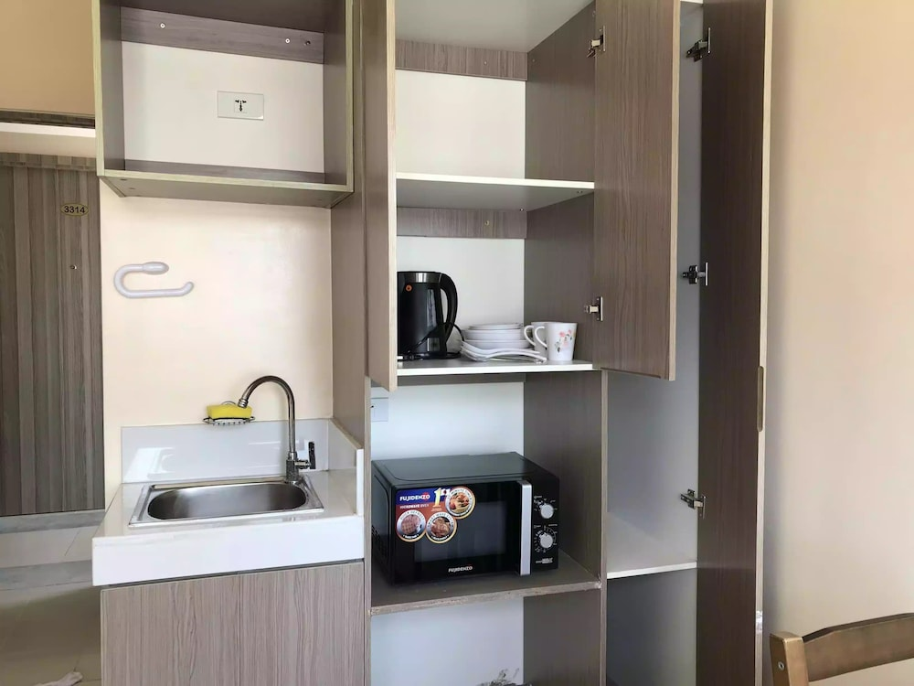 Private Kitchenette, 3315 Urban Deca Tower Edsa