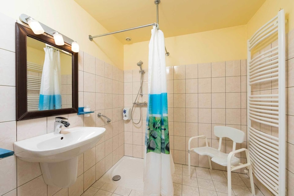 Bathroom, Bienvenue au Pays de Jeanne