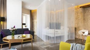 Caja fuerte, decoración individual, mobiliario individual y escritorio