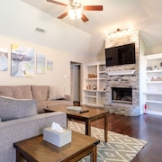 Urban Cottage in the Heart of Irving and DFW