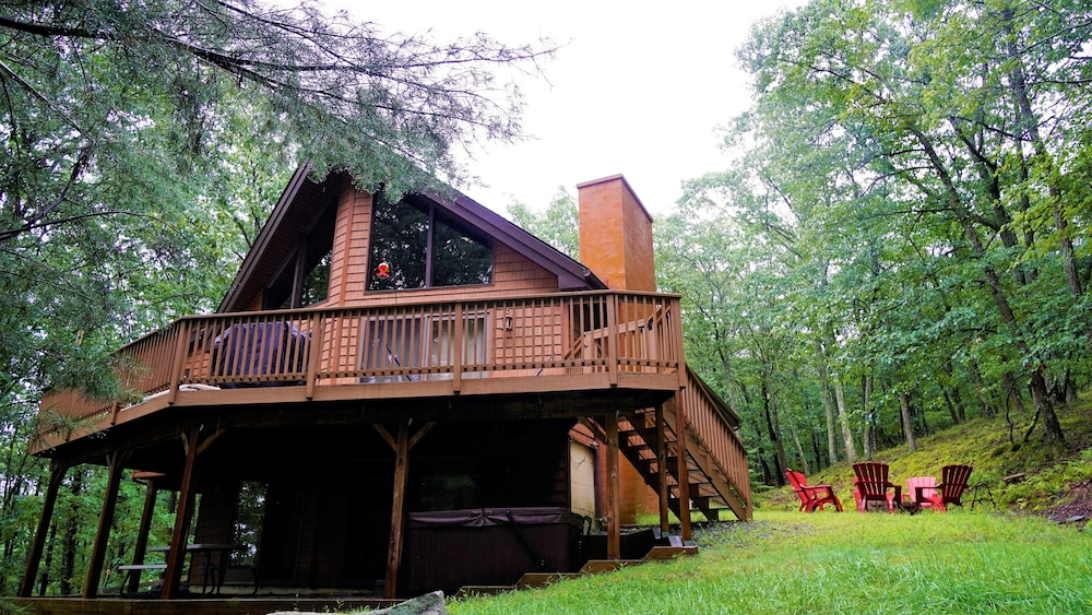 NEW Pocono Mnts Chalet Cabin-lake Wallenpaupack-hot Tub-firepit