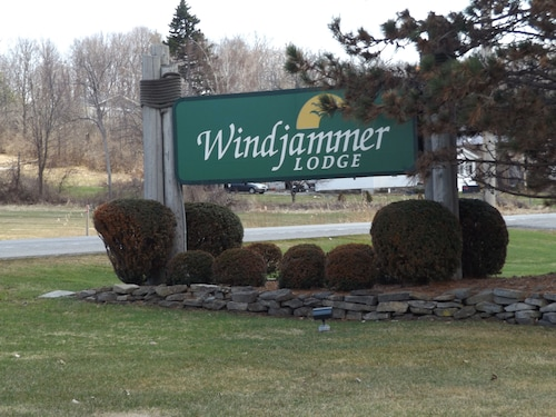 Windjammer Lodge