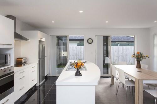 Waitara Holiday Rentals: 10 Best Accommodation in Waitara of