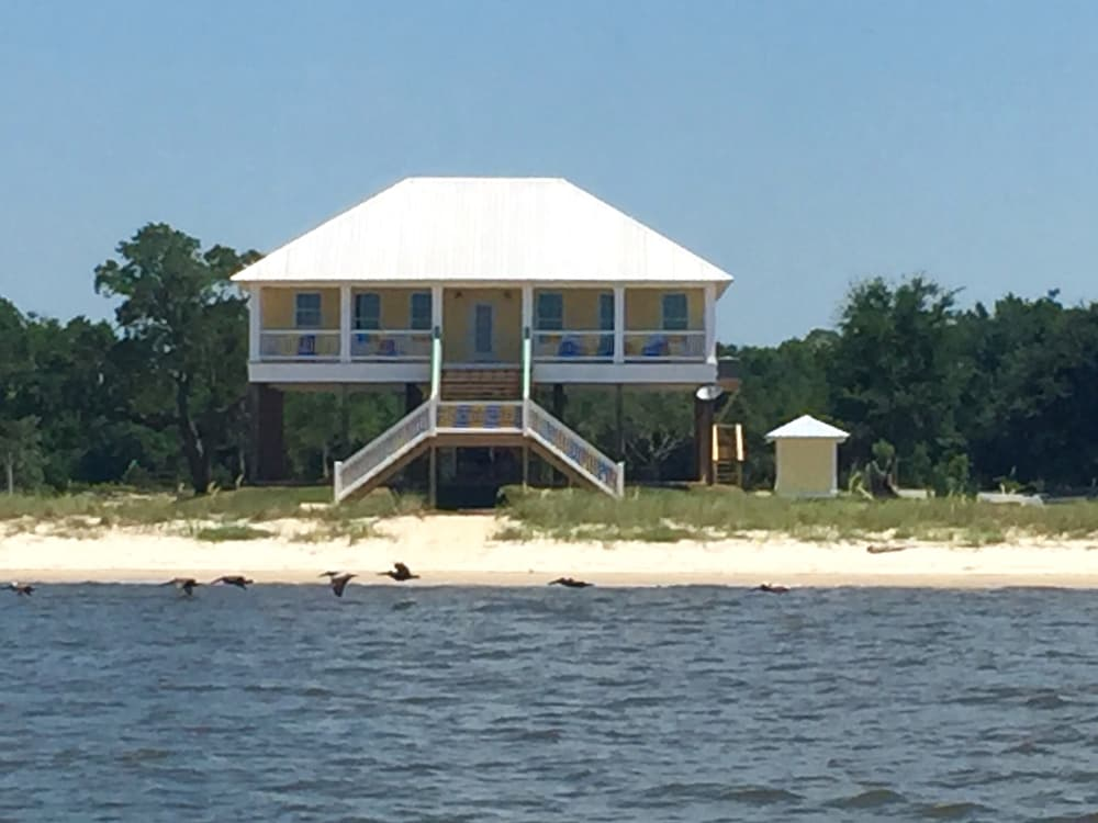 Castaway Key Beach House Stores And Restaurants Open For