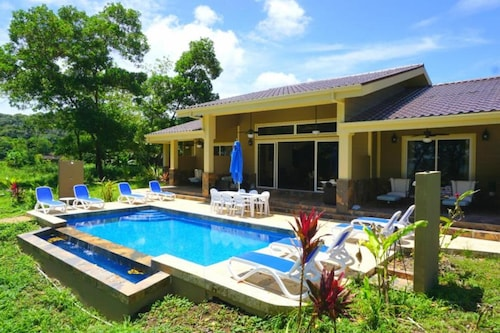 Family Friendly Oceanfront 4br Villa With Pool At The Red Frog Beach Resort