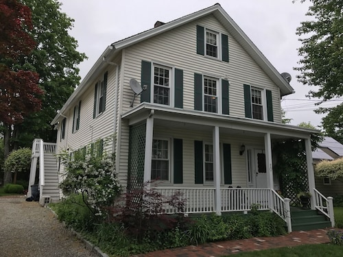 1+ Bdrm Antique Home In Westport, CT