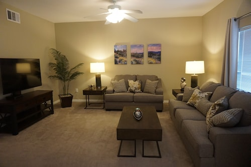 Comfortable AND Inviting, 2 Bedroom, 2 Bathroom, Ground Floor, Sleeps 6
