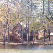 Spacious Lakefront Chalet Near Callaway Gardens & Roosevelt State Park