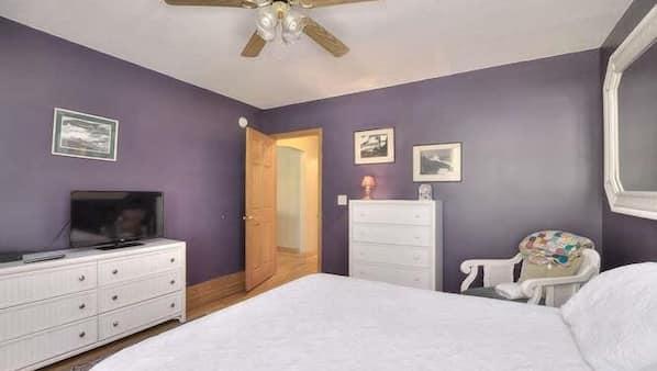 2 bedrooms, desk, iron/ironing board, Internet