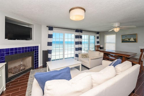 Stay and Play in This Wonderful Oceanfront Home!