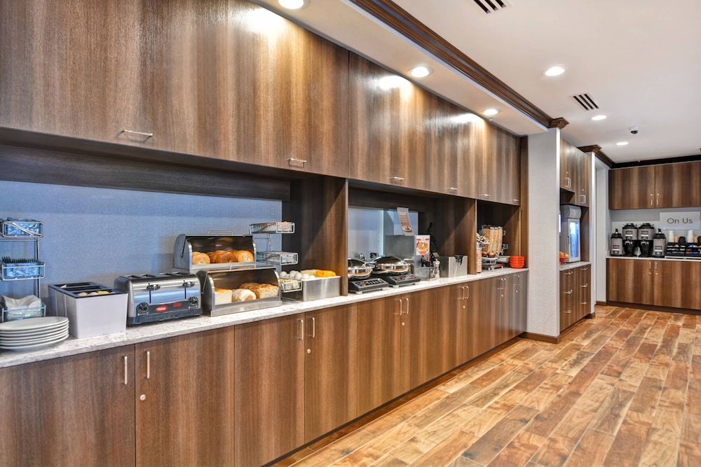 Buffet, TownePlace Suites by Marriott Bridgewater Branchburg