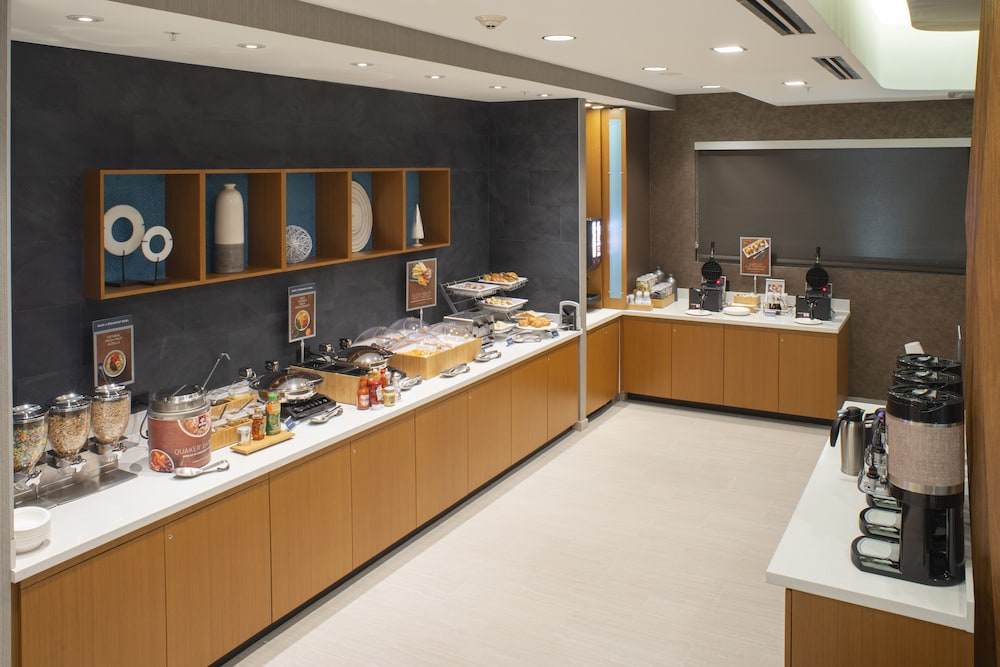 Breakfast buffet, SpringHill Suites by Marriott Tampa Suncoast Parkway