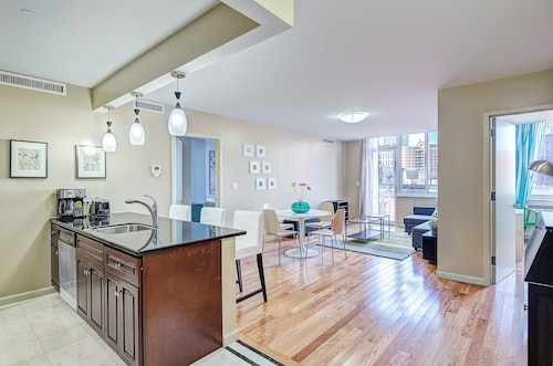 2 Bed / 2 Bath Apartment, 3 Blocks From Central Park!
