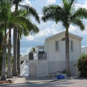 Comfortable Waterfront Vacation Rental