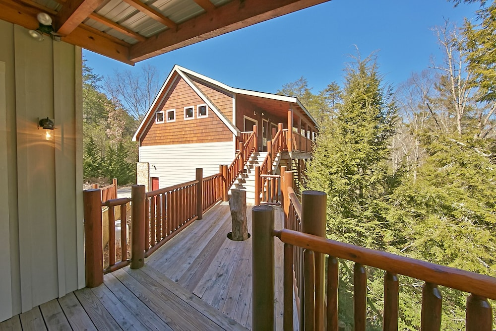 Property Grounds, Birds Creek Mansion 650 - Six Bedroom Cabin