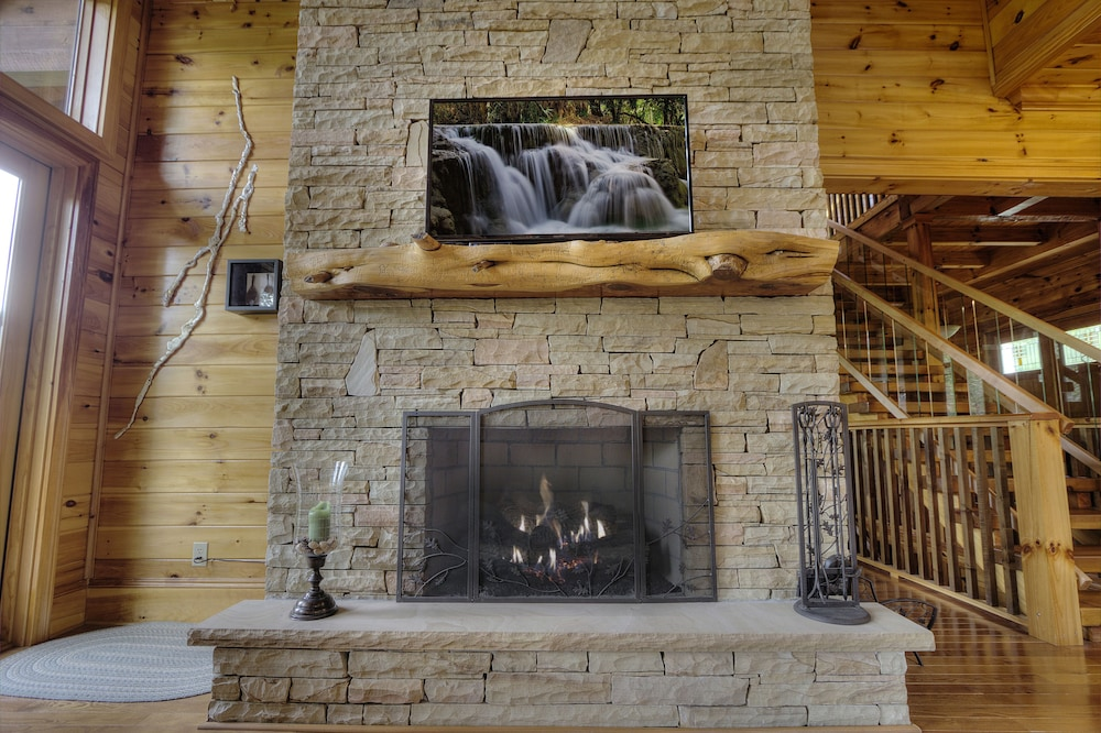 Fireplace, Birds Creek Mansion 650 - Six Bedroom Cabin