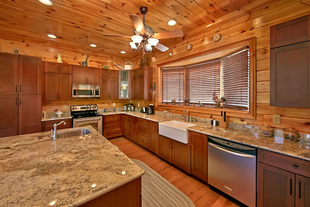 Private Kitchen, Birds Creek Mansion 650 - Six Bedroom Cabin