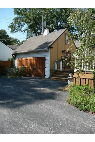 Exterior, New Listing! Charming Rustic/barn Carriage House Non-smoking