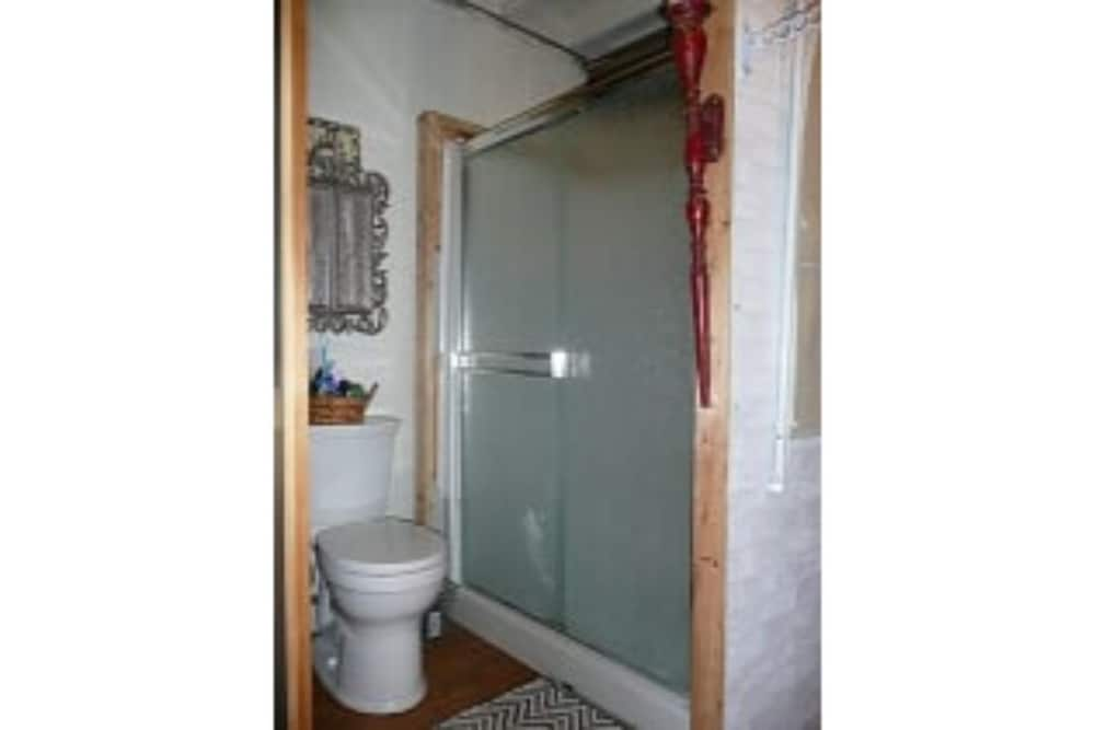 Bathroom, New Listing! Charming Rustic/barn Carriage House Non-smoking