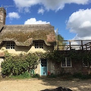 A Stunning Dorset Thatched Cottage - Dog Friendly