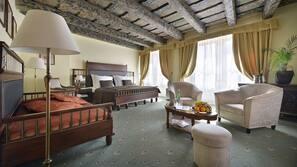 Zimmersafe, Verdunkelungsvorhänge, Bügeleisen/Bügelbrett