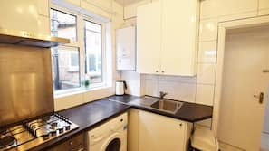 Oven, hob, electric kettle, cookware/dishes/utensils