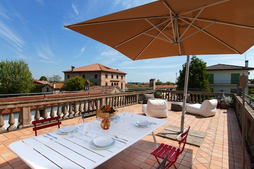 Marvellous Apartment in a House on the Canal Near Padua and Venice