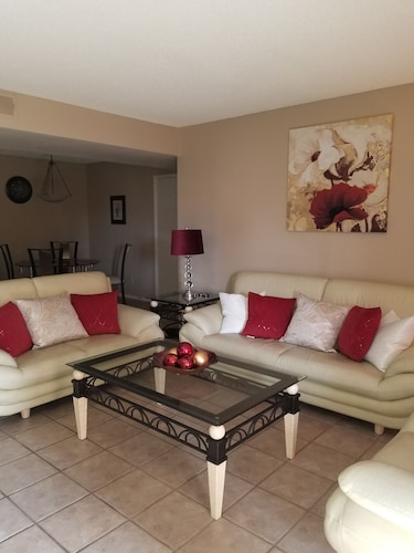 Luxury 2 Bedroom Condo! Walking Distance to Cubs Stadium! Ask About Wknd Special