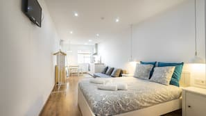 Tabla de planchar con plancha, wifi gratis, ropa de cama