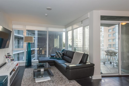 Downtown Vancouver Yaletown With Parking & AC: Close To Shops, Seawall, Food