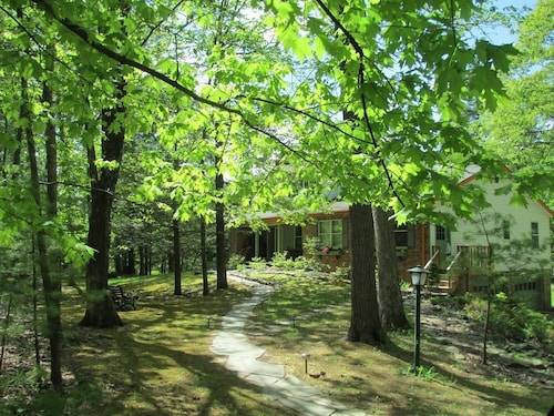 Totally Private Affordable 1 Br, 3 Acr, Pond/pool, Wifi, AC, TV, Deck, Sleeps 4
