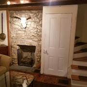 Cozy 2BR Trinity Home in Manayunk Near Main Street & Train With Central AC