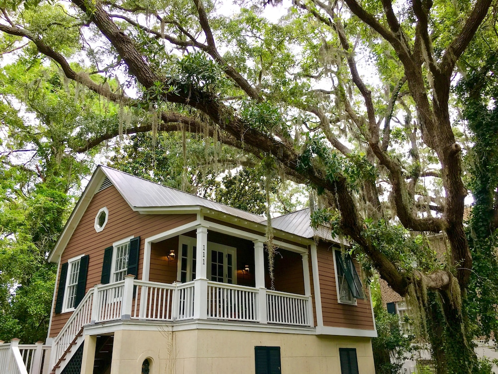 Strange Elegant St Simons Island Honeymoon Beach Cottage Near Pier Beutiful Home Inspiration Aditmahrainfo