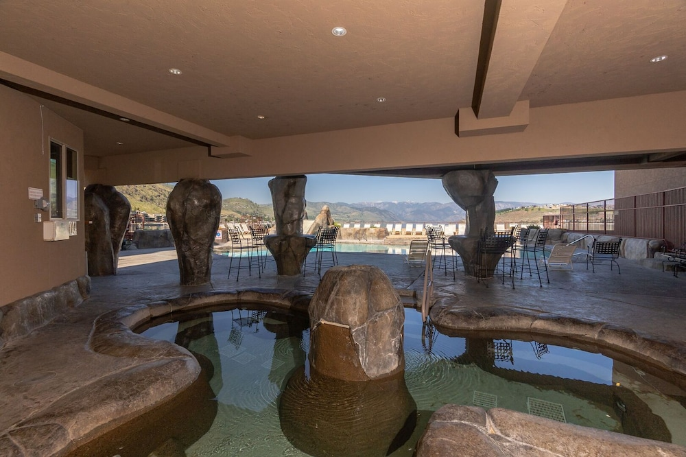 Pool, Grandview Lake View 200! Luxury Waterfront Condo, Sleeps up to 6!