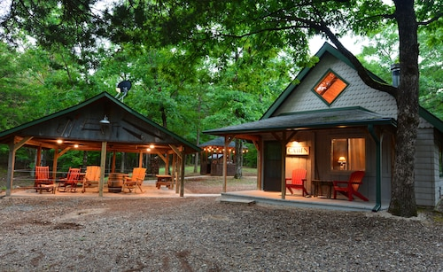 Great Place to stay Shady Bend has 2 Cabins,sleeps 8 Comfortably, 1 Mile From W/P South Trailhead near Mena