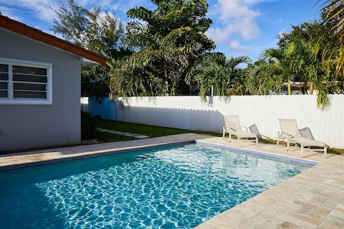 Hotels near barry university miami find cheap hotel - University of chicago swimming pool ...