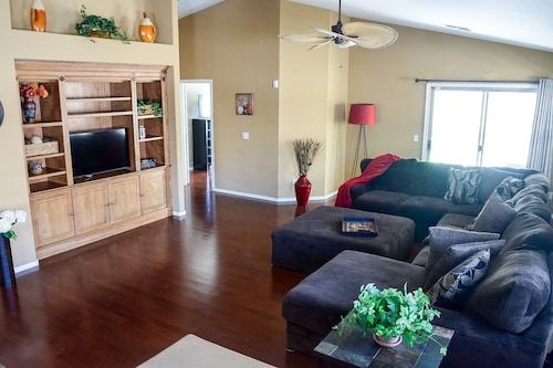 Cozy, Beautiful Home 4K Tv's / Fast Wifi / Centrally Located to I-10 / 101 and