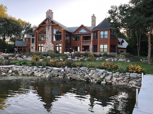 10,000 sq ft Log Home on the Bay of Green Bay - Only 15 Minutes to Lambeau Field
