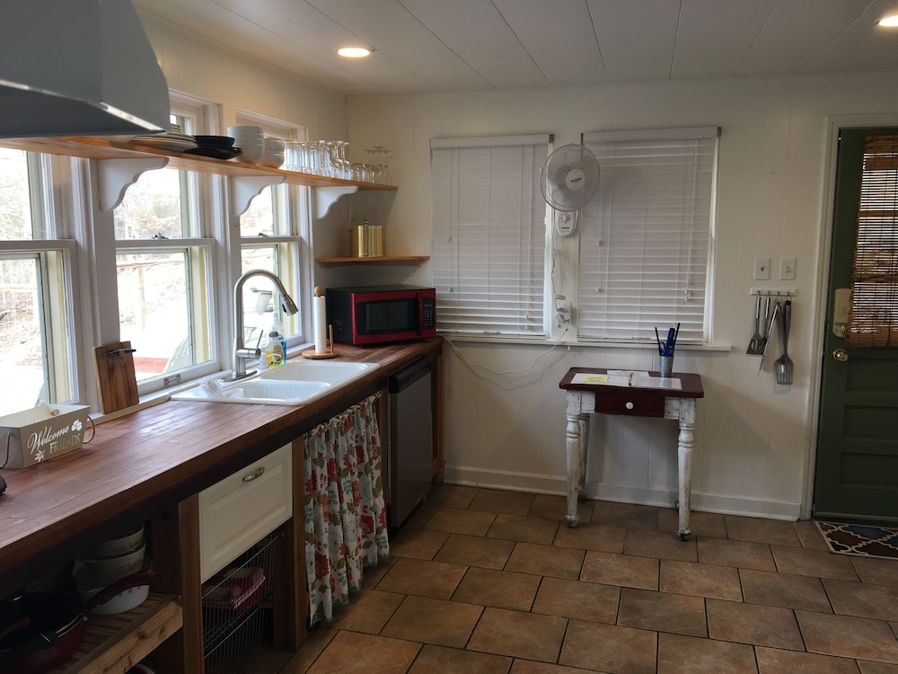 Private Kitchen, Waters Edge - Bungalow Hideaway on the Shores of Beautiful Lake Norfork!