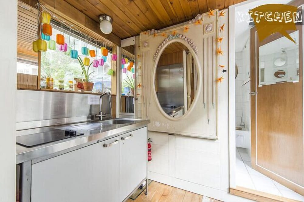 Private Kitchen, Houseboat In Old Center