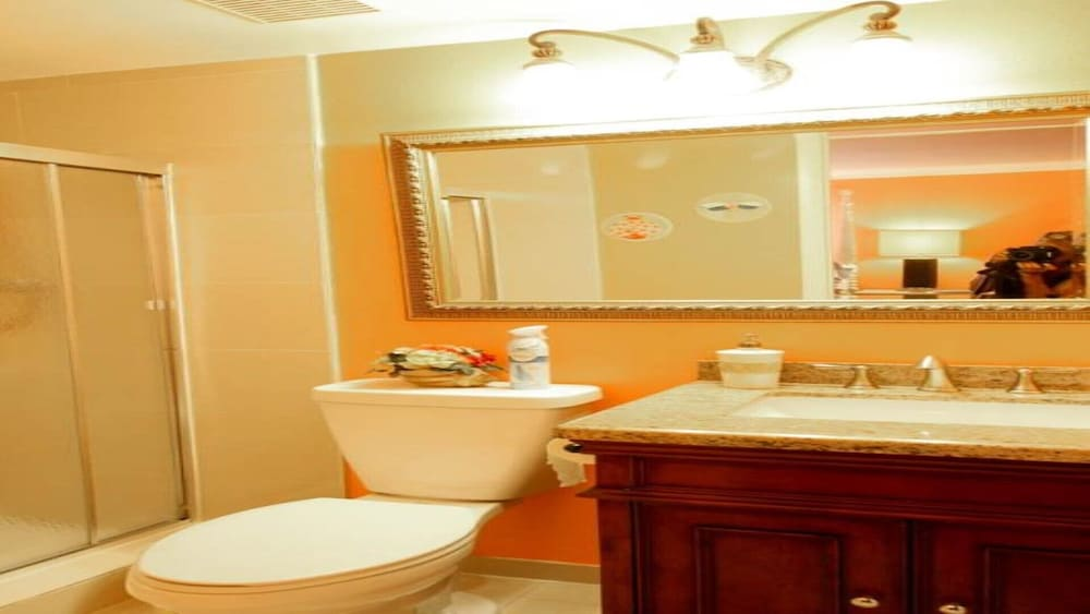 Bathroom, #1 Location Walk to Amusement Parks From Perfect Home, Great for Families