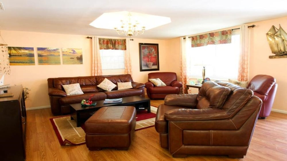Living Room, #1 Location Walk to Amusement Parks From Perfect Home, Great for Families