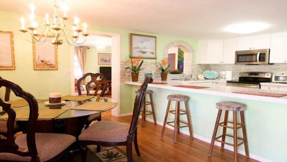 Private Kitchen, #1 Location Walk to Amusement Parks From Perfect Home, Great for Families