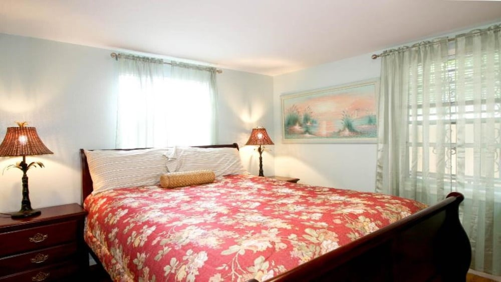 Room, #1 Location Walk to Amusement Parks From Perfect Home, Great for Families